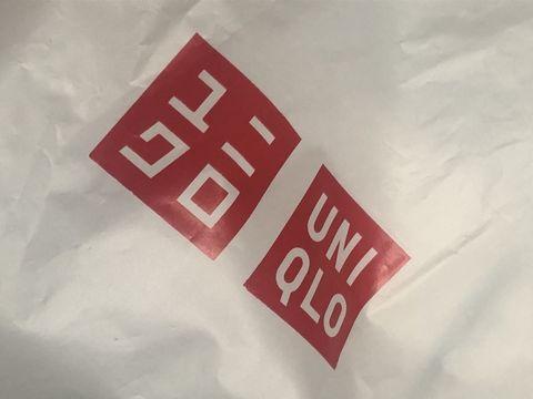 ユニクロの買物袋に印刷されたロゴ。