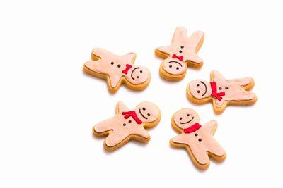 人型クッキーが輪になる。