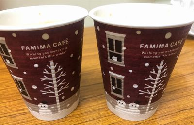 デザインが微妙に違うXmas仕様のデザインカップ。