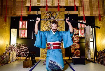 日本刀を振るレディビアード。