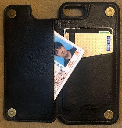 カードが3枚収納できるスマホケース。