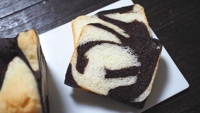 ゼブラ食パン1