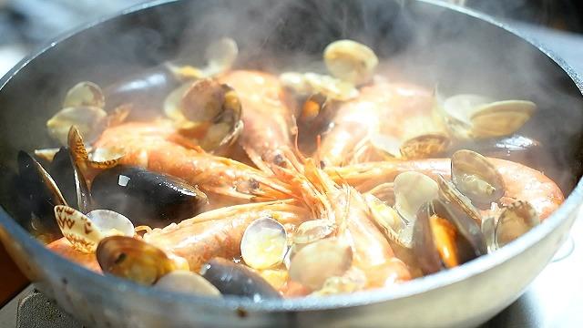 魚介のパエリア工程5