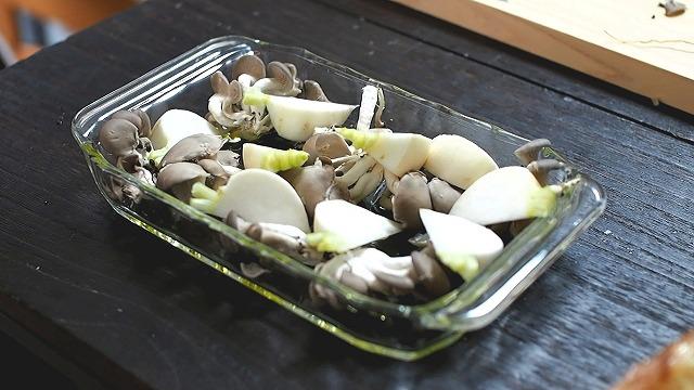 牡蠣・タコ・キノコの香草パン粉焼き工程3