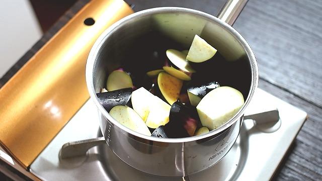 合鴨と茄子の煮物工程1
