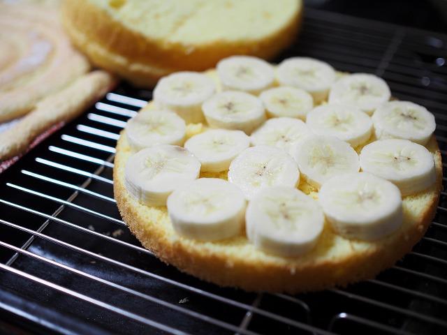 チョコバナナの切り株ケーキ工程1