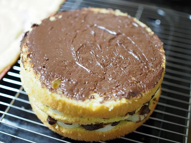 チョコバナナの切り株ケーキ工程3