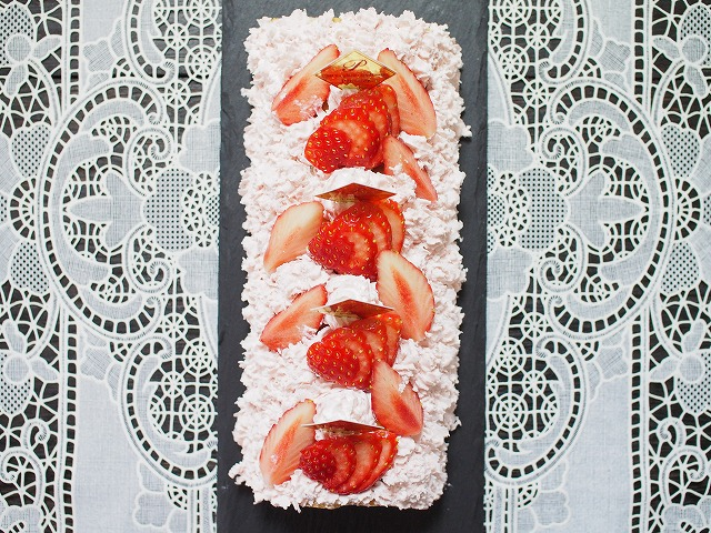 苺のムースロールケーキ3