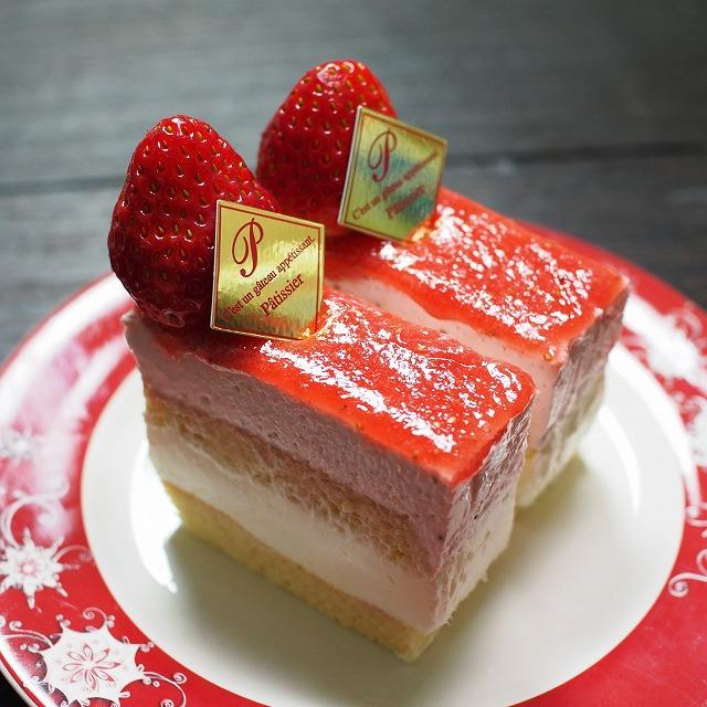 苺のムースとレアチーズのケーキ3