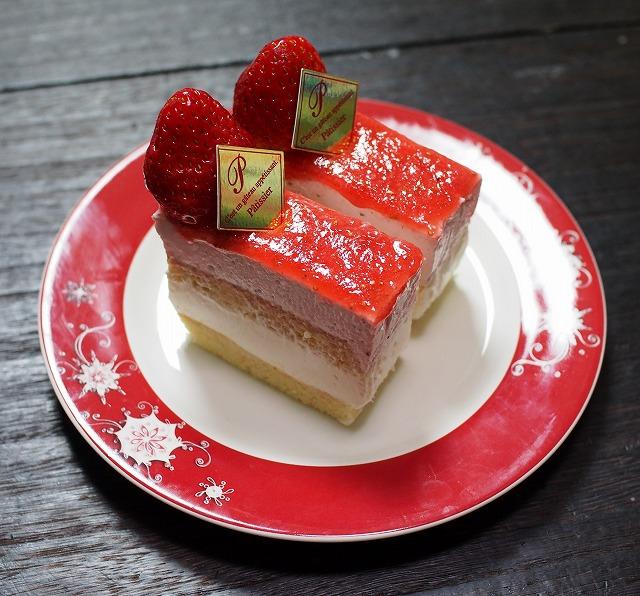 苺のムースとレアチーズのケーキ2