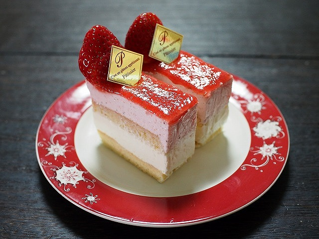 苺のムースとレアチーズのケーキ