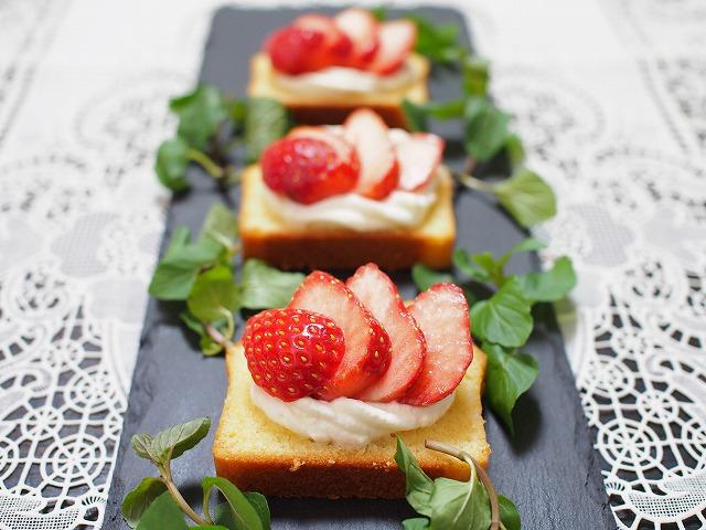 苺とラムケーキのプチガトー3