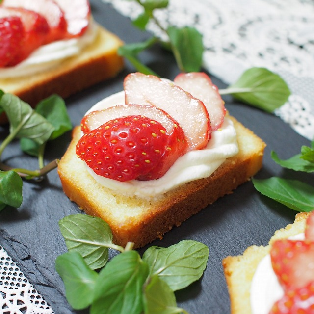 苺とラムケーキのプチガトー2