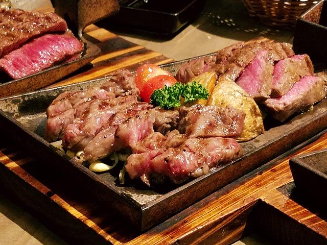 ステーキの各部位が並ぶ3