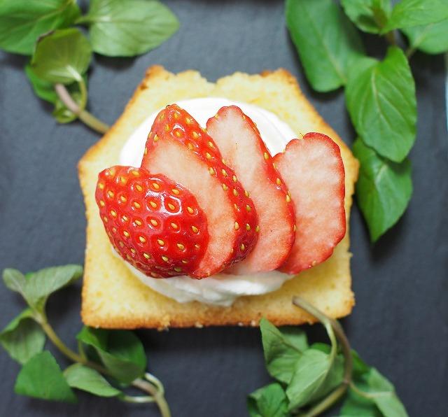 苺とラムケーキのプチガトー