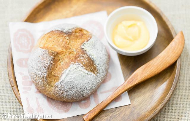 シンプルな全粒粉のパン3