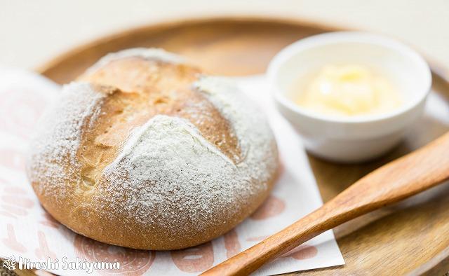 シンプルな全粒粉のパン2