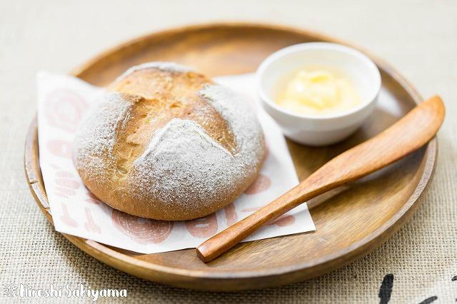 シンプルな全粒粉のパン