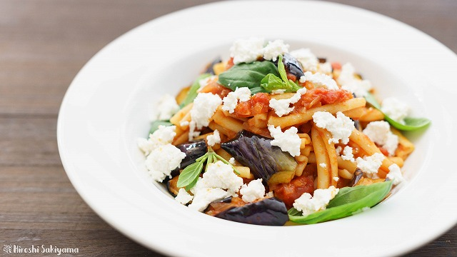 揚げ茄子とカッテージチーズとトマトソースのカサレッチェ