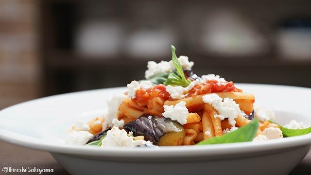 揚げ茄子とカッテージチーズとトマトソースのカサレッチェ3