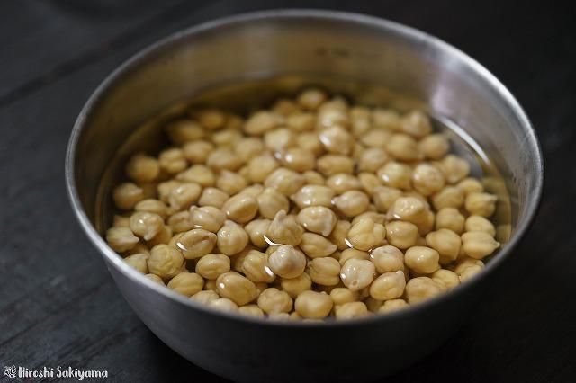 ひよこ豆を浸水する様子