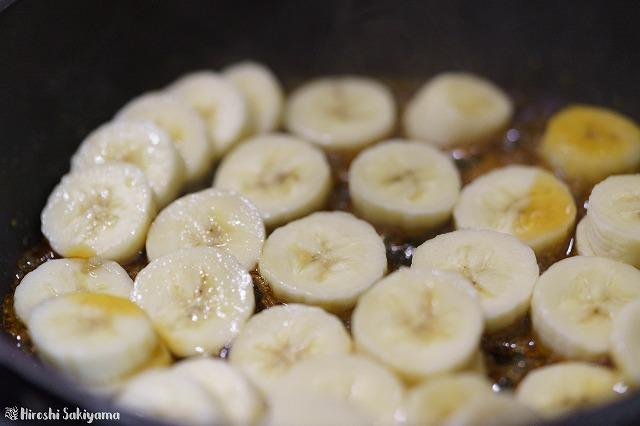 キャラメルにバナナを入れた様子