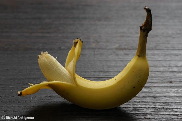 バナナの剥く方向は反対