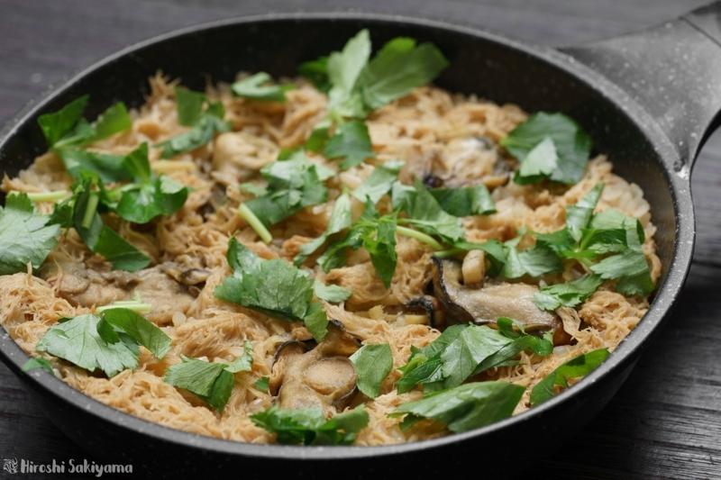 牡蠣とヤマブシタケの炊き込みご飯、炊きあがり