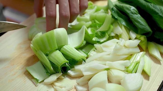 野菜をカットする様子