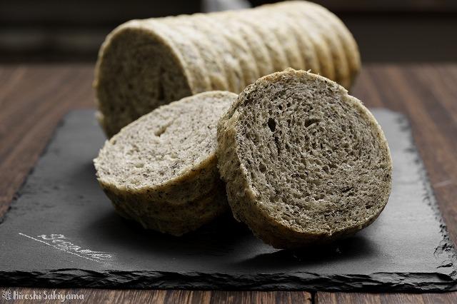 黒ごまラウンド食パン2
