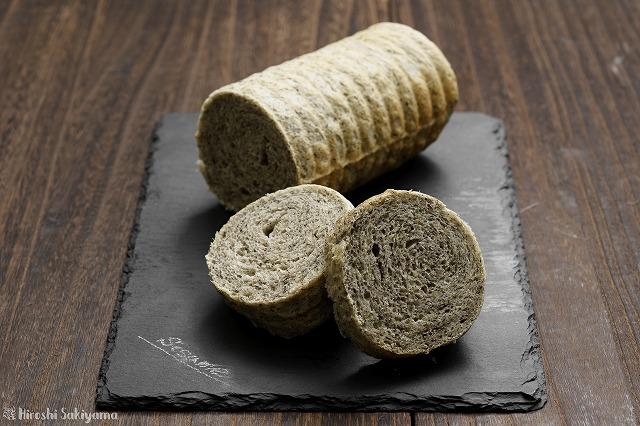 黒ごまラウンド食パン