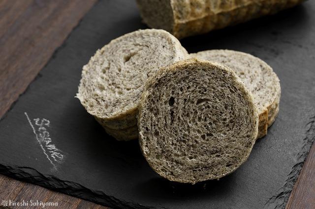 黒ごまラウンド食パン3