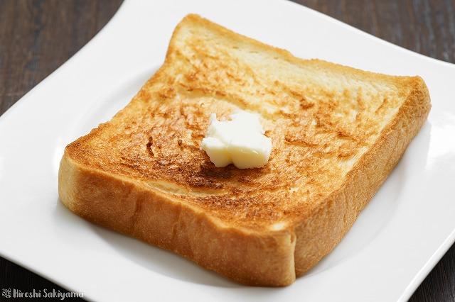 魂仕込をトーストしてバターをのせた様子