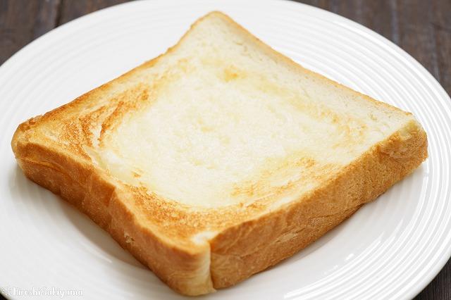 魂仕込にバターをのせてトーストした様子