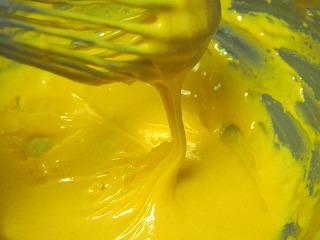 卵黄を撹拌した様子