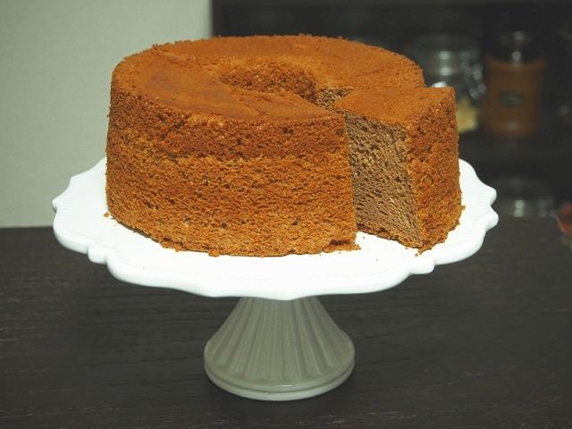 カットした準強力粉を使ったプロ仕様のチョコシフォンケーキ