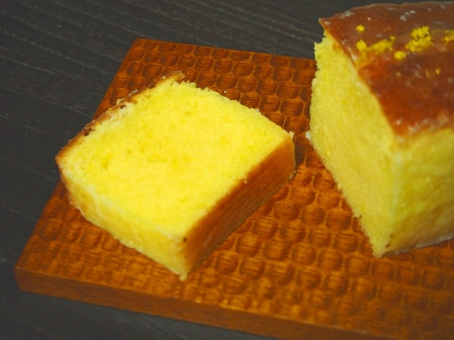 ウィークエンドシトロン(レモンパウンドケーキ)を1切れカットした様子2