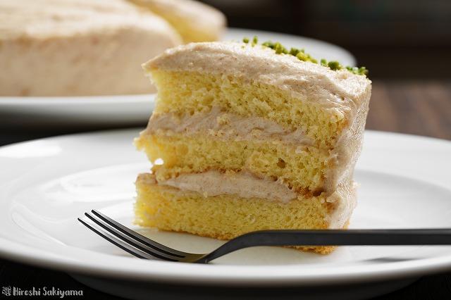 カットしたピーナッツバターのショートケーキのアップ