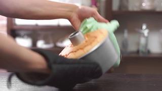 米粉シフォンケーキ焼き上がり