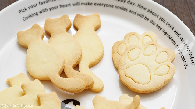 型抜き米粉クッキー、猫型と肉球型