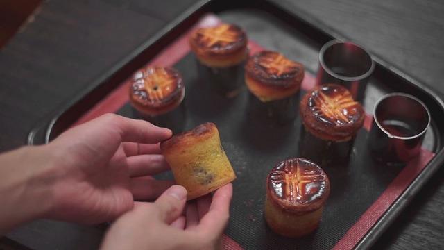 まるごと1粒ぶどうの創作焼き菓子焼き上がり