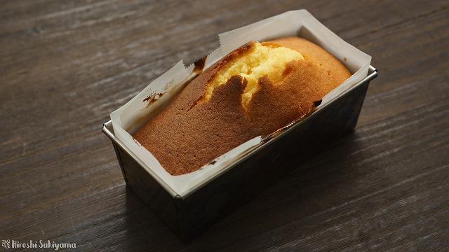 焼き上がったパウンドケーキ