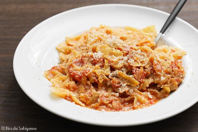 牛肉とキャベツのトマトソースファルファッレ