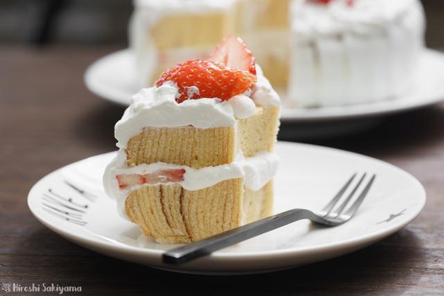 カットしたバームクーヘンで作る苺のリースケーキ
