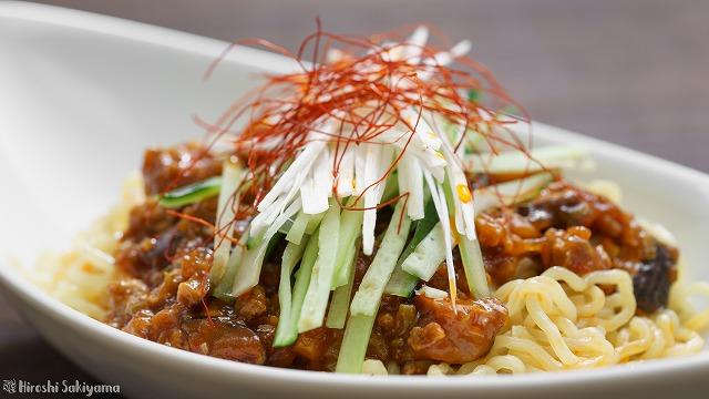 ジャージャー麺(炸醤麺)のアップ