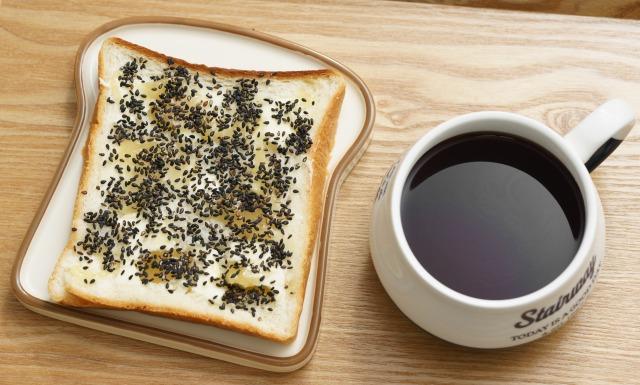 黒ごまはちみつバターを塗った食パン