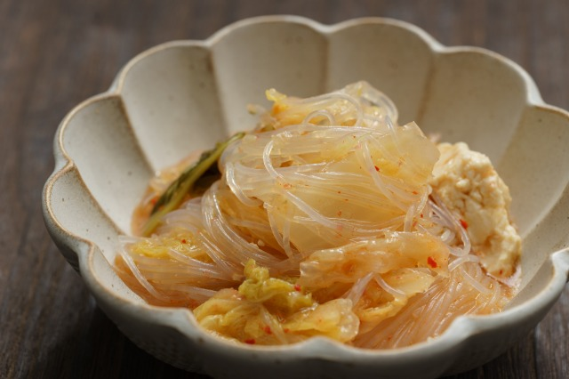 キムチ鍋にシメで春雨を入れた様子
