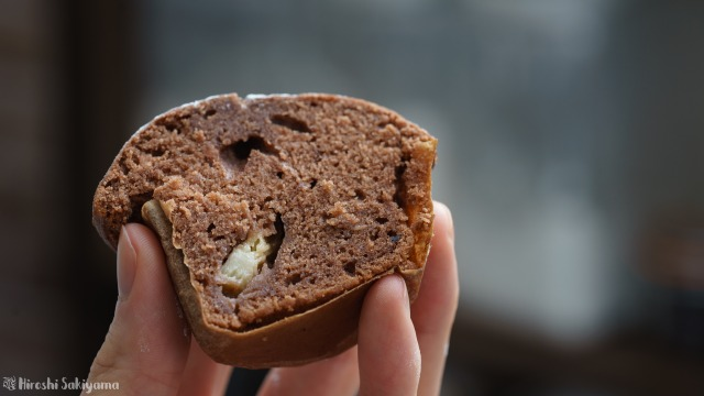 米麹甘酒のチョコバナナマフィンの断面