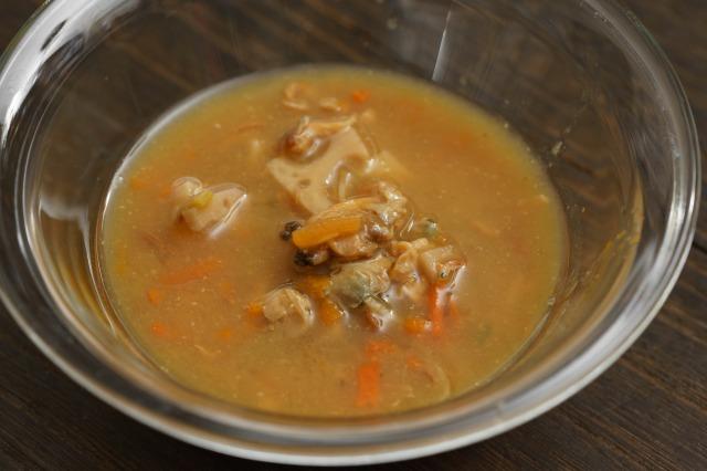 ごはんにかける あさりと生姜の深川飯の中身をボウルに出した様子