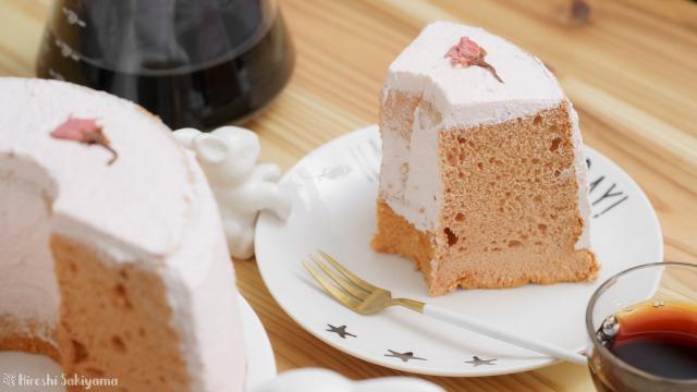 桜のシフォンケーキの1ピース